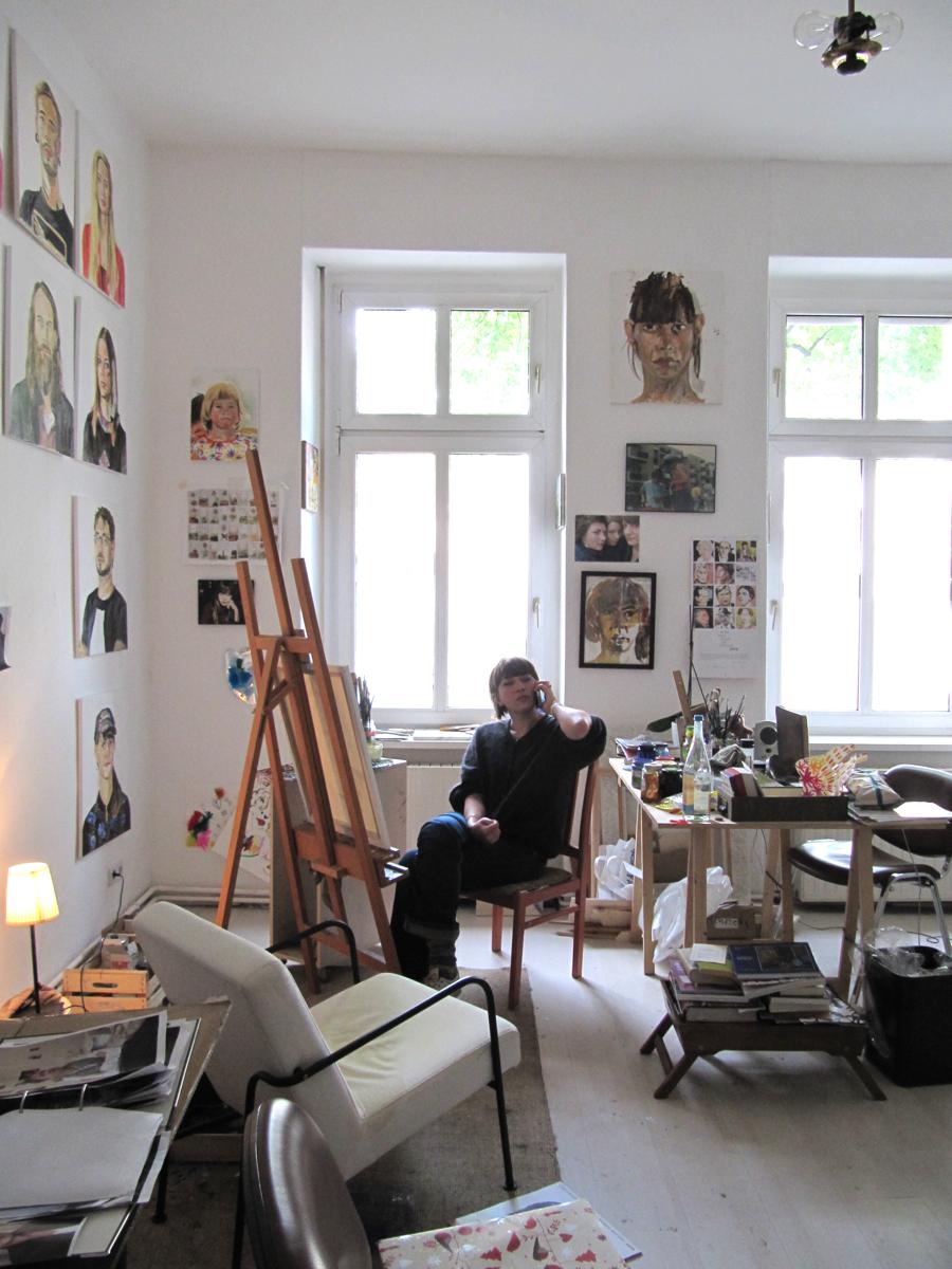 henrieke ribbe in ihrem atelier, 2014