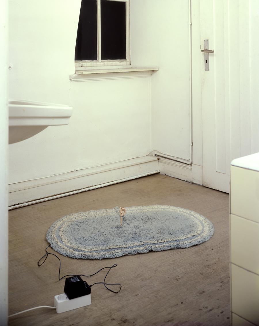 Nimm mich im Morgenrot aber mach schnell denn ich muß gleich los, Ausstellungsansicht Pumphaus, Sammlung Falckenberg, 2000.